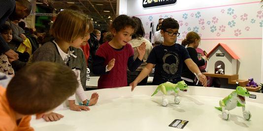 A l'image du robot-dino, dont l'un des atouts réside dans la « true balance technology », un capteur qui lui permet de se maintenir en équilibre juste avec le poids de sa queue, ou ceux de son cousin Zoomer Dalmatien, qui suit les objets et réagit quand on le caresse.