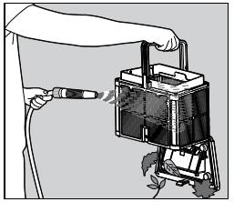 5 - Nettoyez le panier de filtrage au moyen d'un jet d'eau.