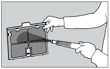 2 - Nettoyez les panneaux de filtrage au moyen d'un jet d'eau