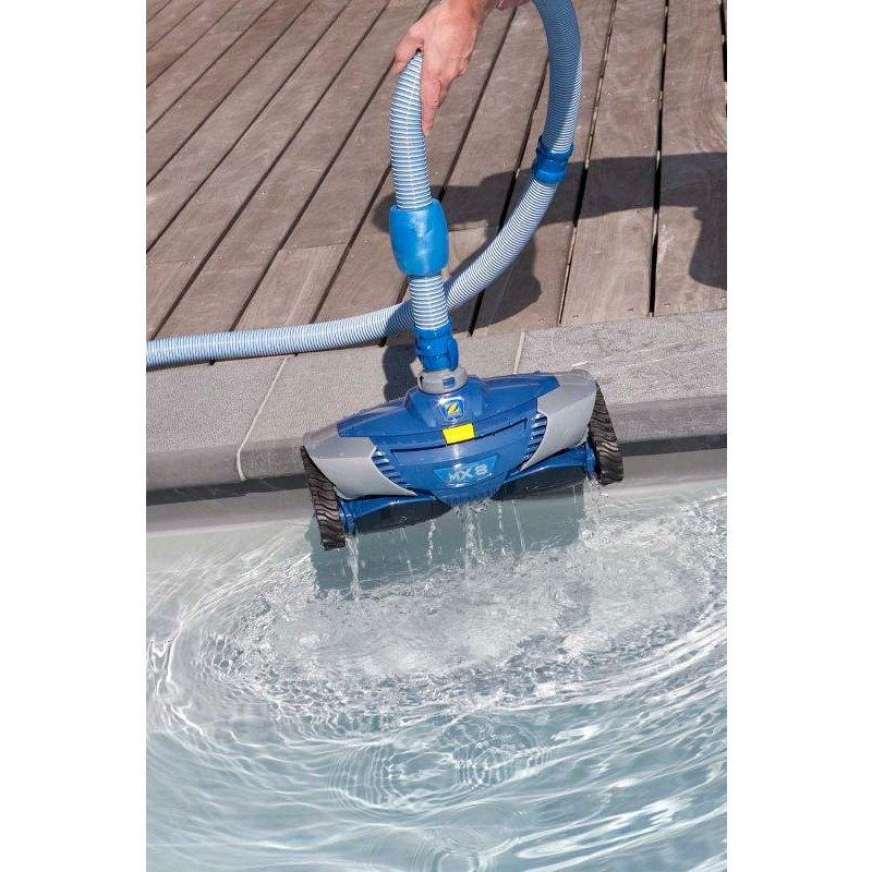 Robot de piscine zodiac baracuda mx8 bestofrobots for Zodiac robot piscine